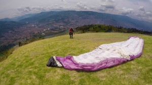 Medellin Paragliding - Setting up the paraglider